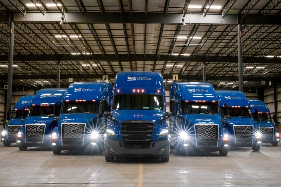 Brite Logistics Chicago Blue new modern trucks Volvo Freightliner Chicago warehouse OTR dry van